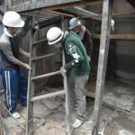 改修4日目(8/5):はなれの階段を撤去