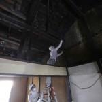 改修4日目(8/5):2階天井裏の梁等を拭き掃除